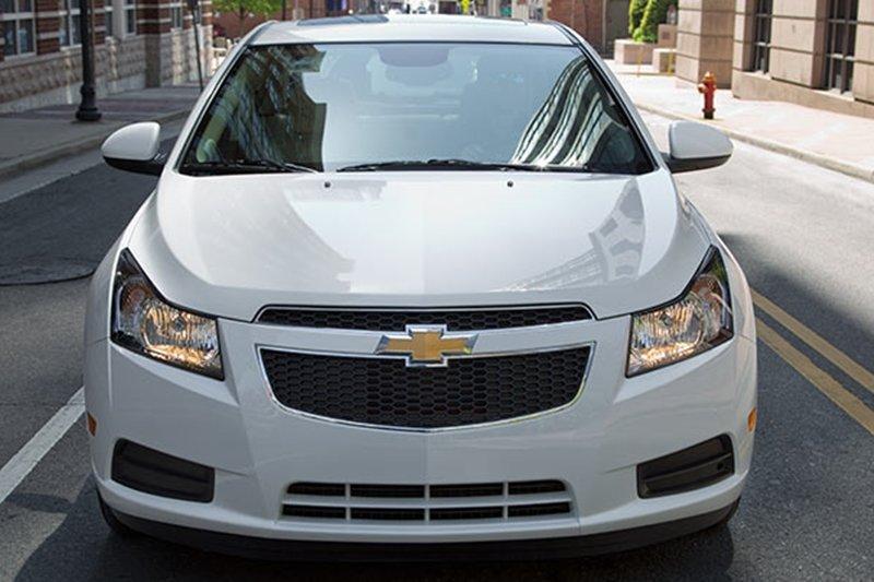 So sánh xe Toyota Vios Chevrolet Cruze 5