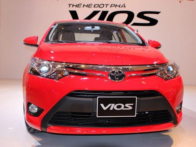 So sánh xe Toyota Vios Chevrolet Cruze 30