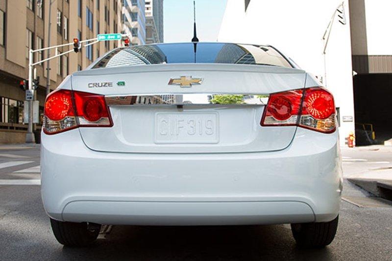 So sánh xe Toyota Vios Chevrolet Cruze 6