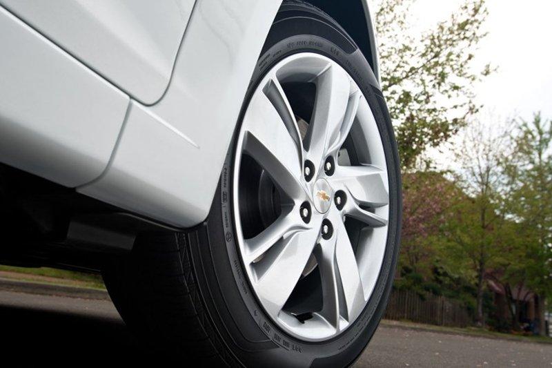 So sánh xe Toyota Vios Chevrolet Cruze 9
