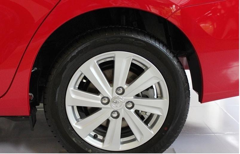 So sánh xe Toyota Vios Chevrolet Cruze 8