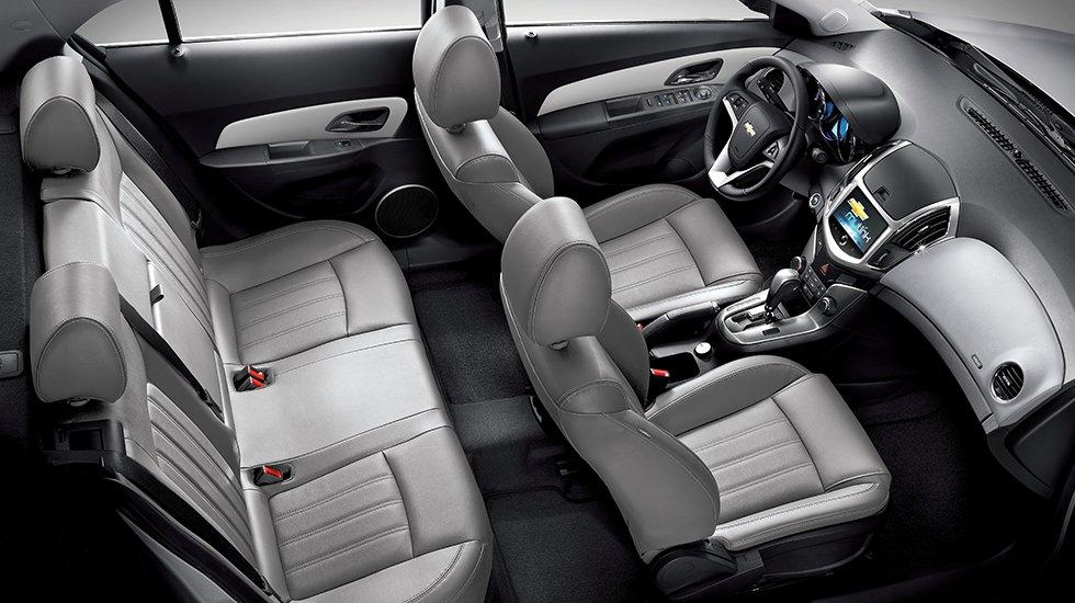 So sánh xe Toyota Vios Chevrolet Cruze 10