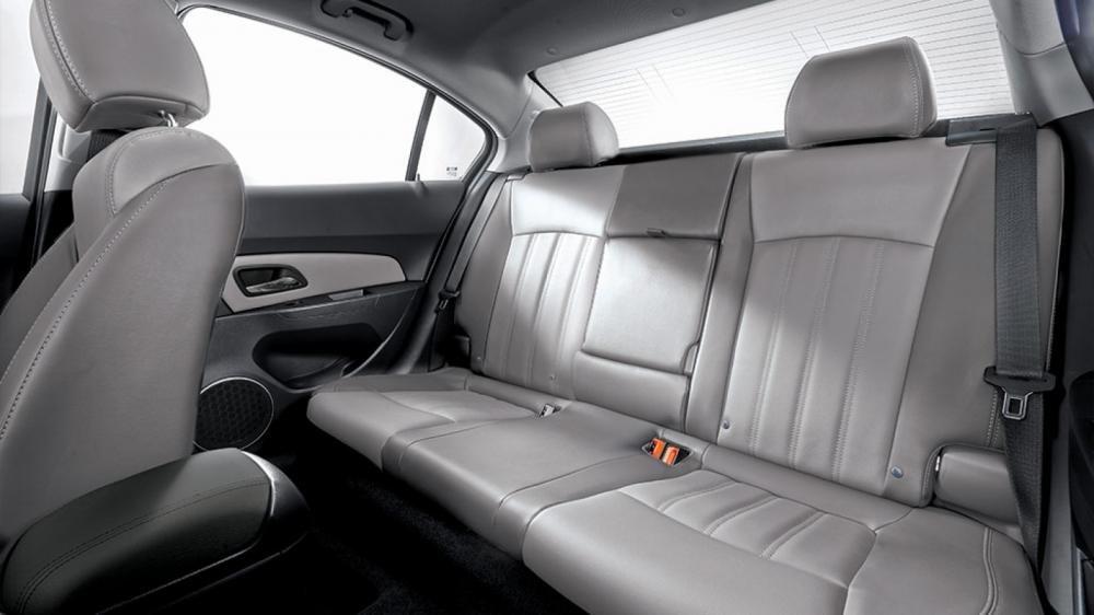 So sánh xe Toyota Vios Chevrolet Cruze 25