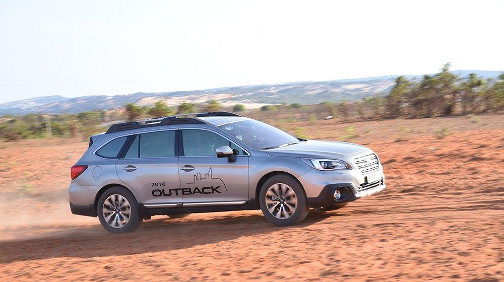 Đánh giá xe Subaru Outback 2016 có hình dáng hiện đại.