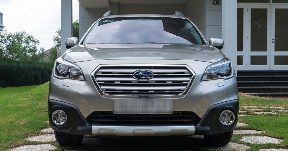 Đánh giá xe Subaru Outback 2016 có phần đầu nhìn khá... lạnh lùng.
