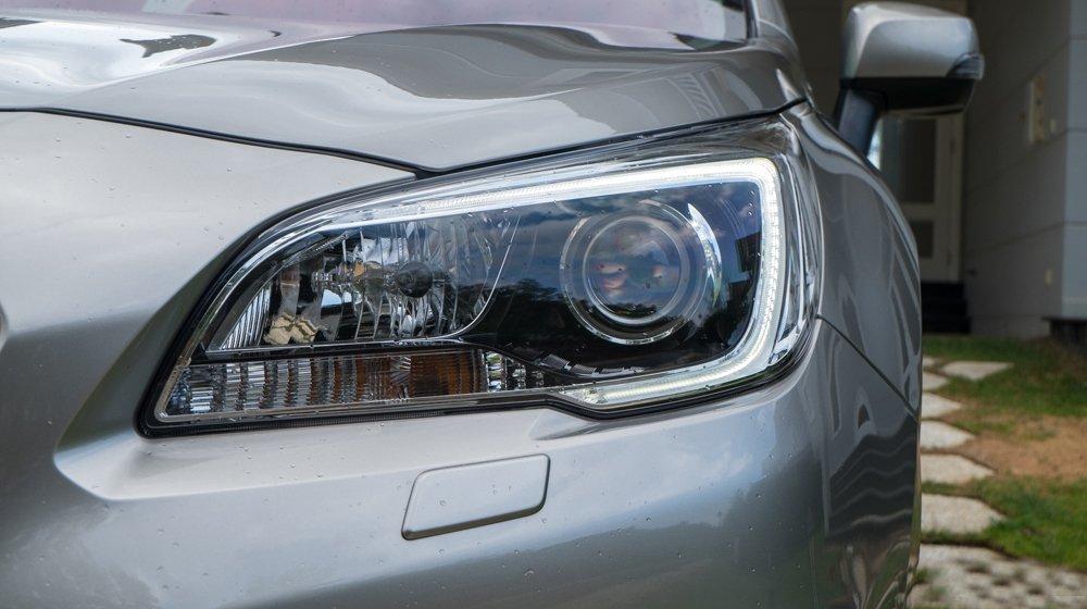 Đánh giá xe Subaru Outback 2016 có đèn pha xenon thế hệ mới.