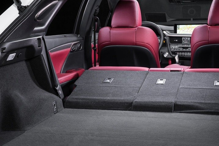 Đánh giá xe Lexus RX350 2016: Hàng ghế thứ 2 có thể gập giúp tăng thêm không gian khoang hành lý,