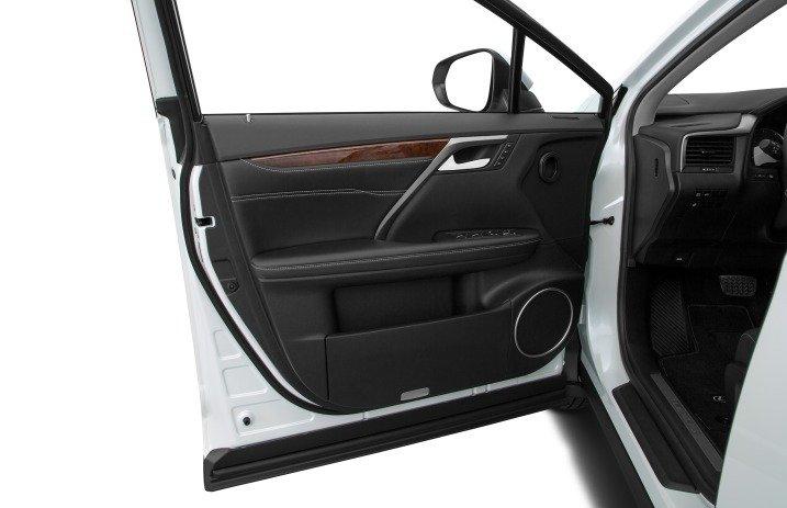 Đánh giá xe Lexus RX350 2016: Cửa xe được thiết kế sắc sảo, tiện nghi.