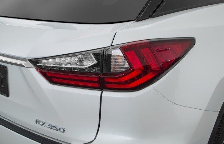 Đánh giá xe Lexus RX350 2016: Cụm đèn hậu dạng chữ L cách điệu.