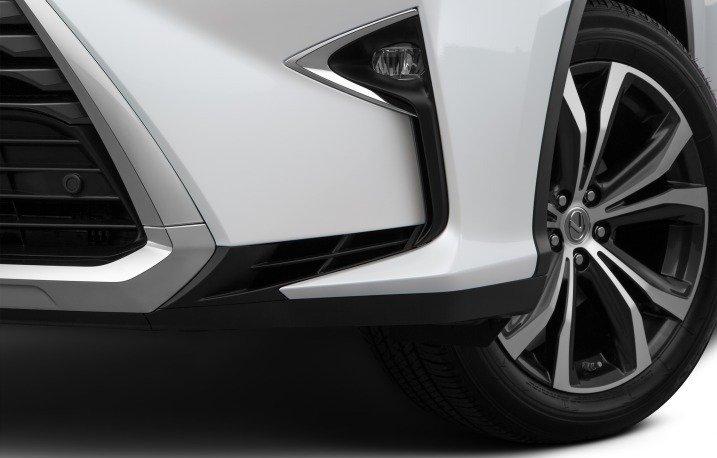 Đánh giá xe Lexus RX350 2016: Hốc hút gió và đèn sương mù được thiết kế hầm hố.