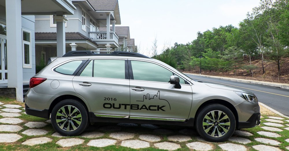 Đánh giá xe Subaru Outback 2016 có chiều dài cơ sở là 2.745 mm giúp xe nhìn khá dài.