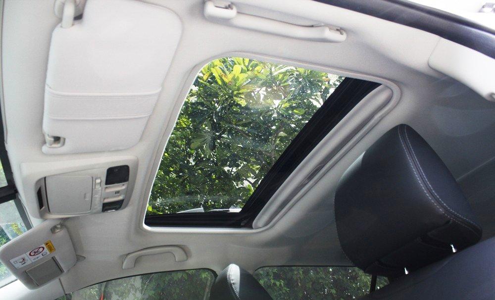 Đánh giá xe Subaru Outback 2016 có cửa sổ trời bản rộng.