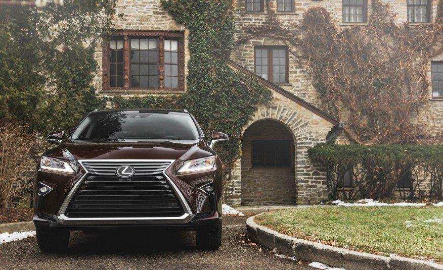 """Với việc """"lột xác"""" toàn diện từ nội, ngoại thất đến việc tinh chỉnh động cơ, Lexus RX350 2016 đang là ngôi sao sáng phân khúc crossover hạng sang."""