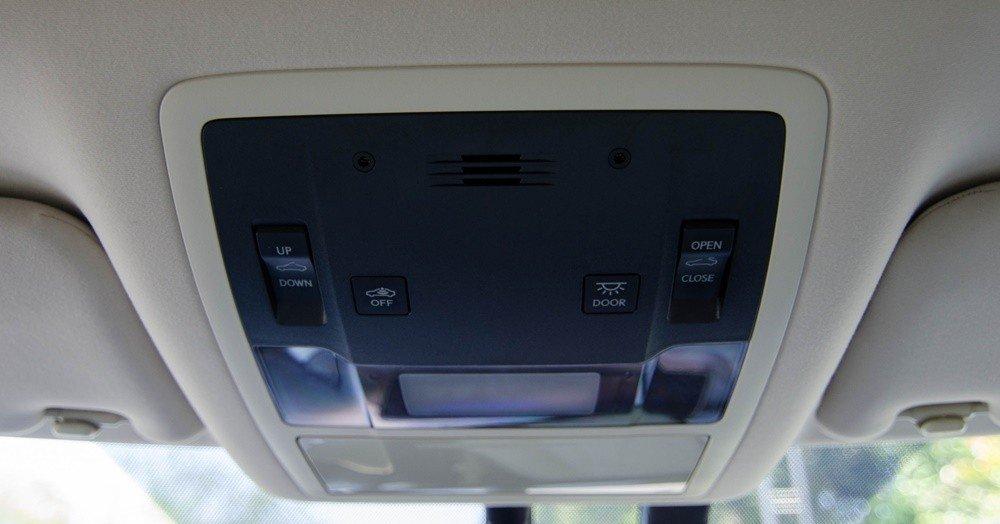 Lexus RX350 2016 có hệ thống đèn ở khắp nơi.