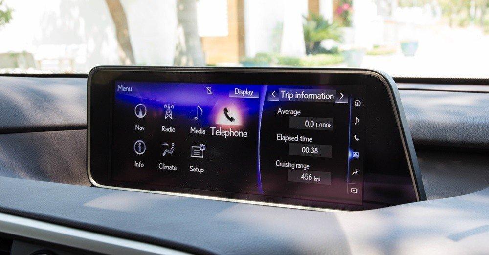 Lexus RX350 2016 được trang bị hệ thống nghe nhìn hiện đại, có thể chinh phục mọi tín đồ âm thanh.