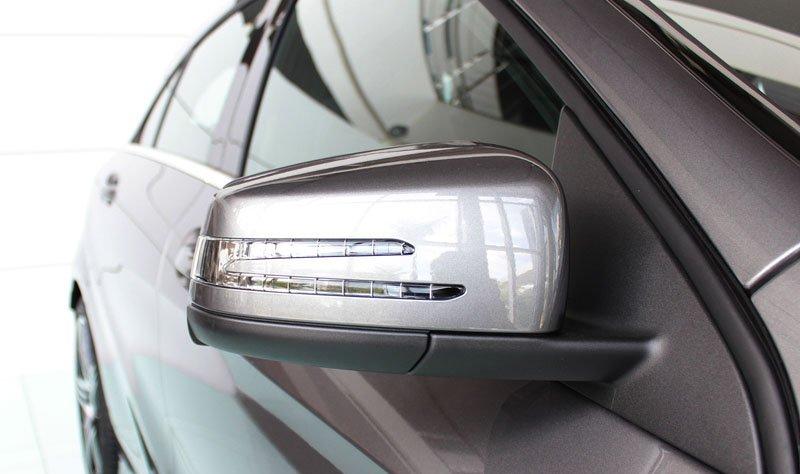 Đánh giá xe Mercedes-Benz A-Class 2014 có cụm gương chiếu hậu tích hợp LED báo rẽ.