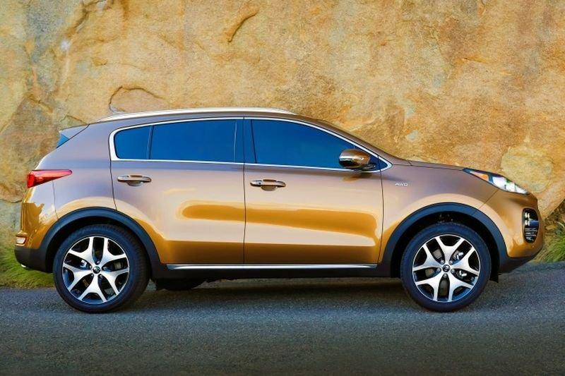 Đánh giá xe Kia Sportage 2017 có thân xe thể thao, gân nổi to.