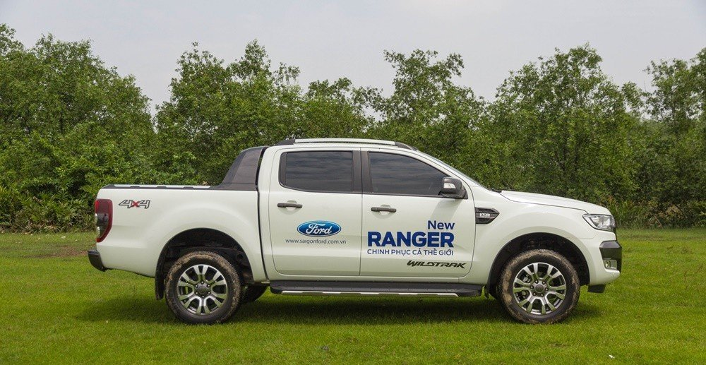 """Đánh giá xe Ford Ranger 2016 có thân xe với dáng dài và rất """"ngầu"""""""