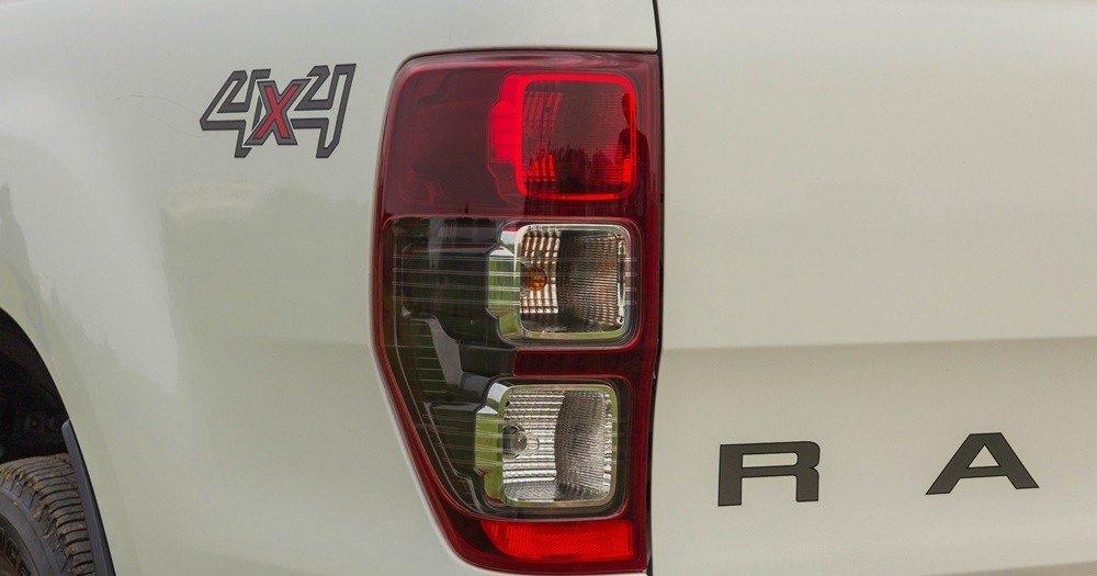 Đánh giá xe Ford Ranger 2016 có đèn hậu LED chia 3 khoang rõ rệt