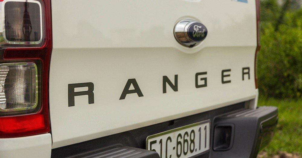 Đánh giá xe Ford Ranger 2016 cản sau kiêm bậc lên xuống không có gì thay đổi