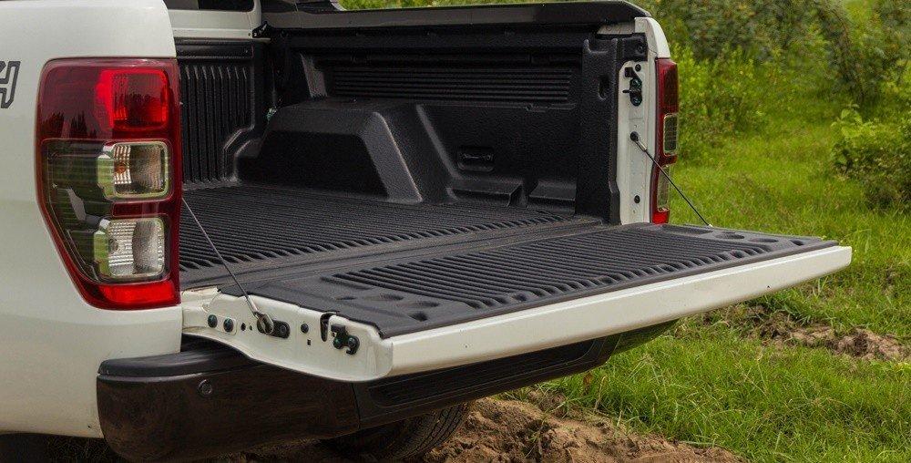 Đánh giá xe Ford Ranger 2016 có thể dễ dàng mở cửa thùng xe phía sau
