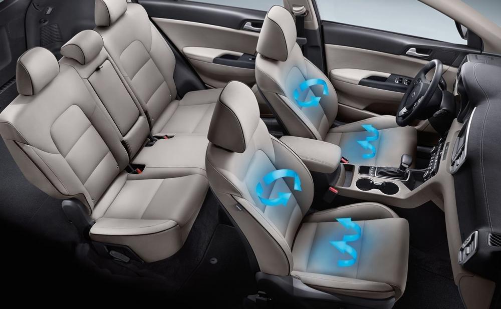 Đánh giá xe Kia Sportage 2017 có hai hàng ghế bọc da, nội thất rộng rãi.