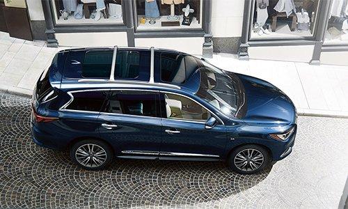 Đánh giá xe Infiniti QX60 2016 khi được nhìn từ trên cao thấy rõ vẻ chắc chắn và sang trọng của xe.