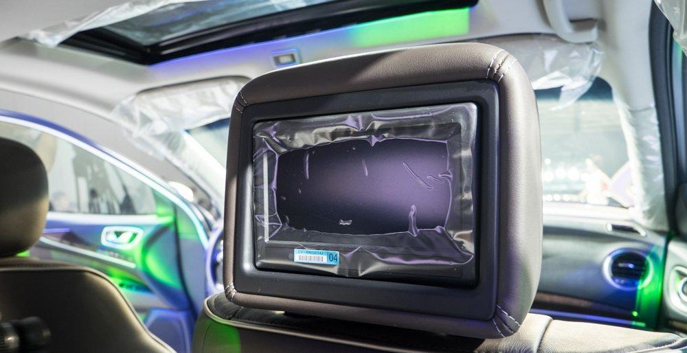 Đánh giá xe Infiniti  QX60 2016 có màn hình phụ giải trí 7 inch phía sau.
