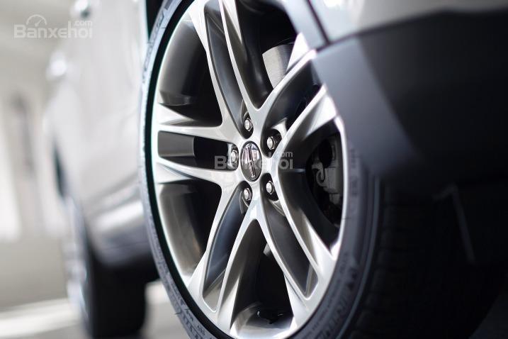 Đánh giá xe Lincoln MKC 2017: Xe có nhiều kích cỡ lazăng.