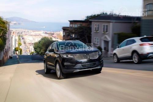 Đánh giá xe Lincoln MKC 2017: Xe cho cảm giác lái mạnh mẽ.