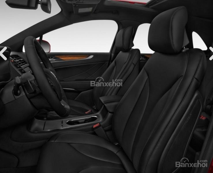 Đánh giá xe Lincoln MKC 2017: Ghế ngồi là điểm yếu của xe.