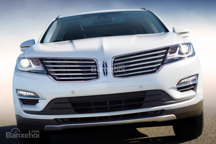 Đánh giá xe Lincoln MKC 2017: Đầu xe có thiết kế nổi bật.
