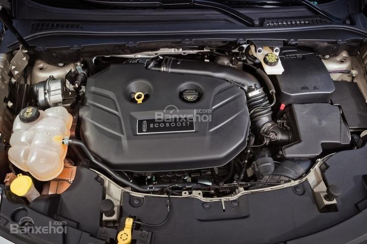 Đánh giá xe Lincoln MKC 2017: Xe được trang bị động cơ độc quyền của hãng.