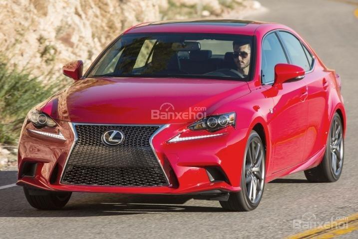 Đánh giá xe Lexus IS 2016: Mẫu sedan nhỏ nhắn làm hài lòng người lái.
