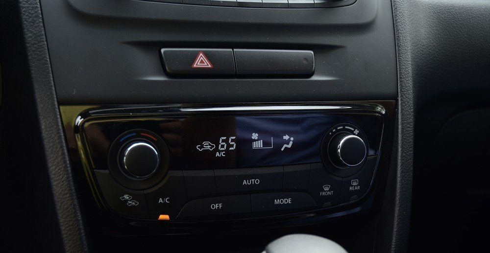 Đánh giá xe Suzuki Vitara 2015: Xe sử dụng hệ thống âm thanh 6 loa, đầu CD....