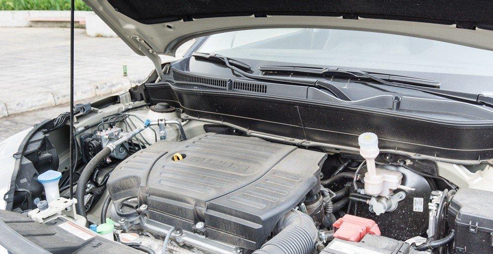 Suzuki Vitara 2015 sử dụng động cơ M16A phun xăng đa điểm.