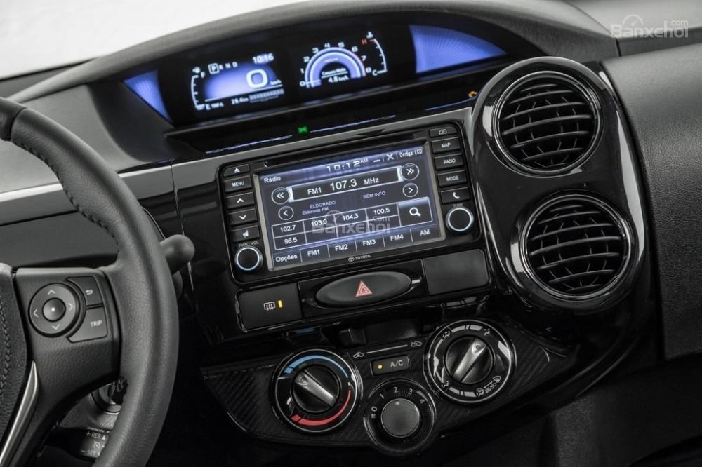 Toyota Etios và Liva facelift trình làng tại Brazil 7