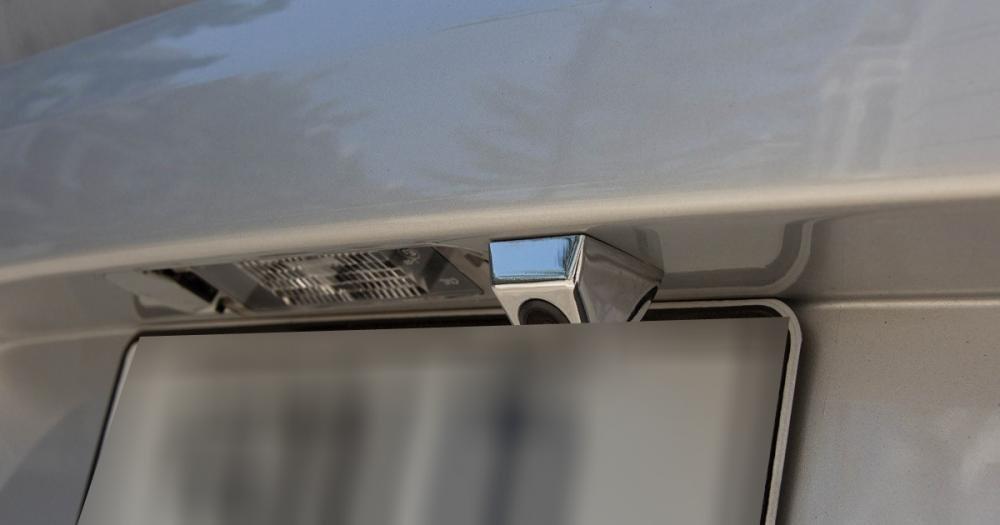 Đánh giá xe Renault Logan 2015 có camera lùi tích hợp phía sau xe.