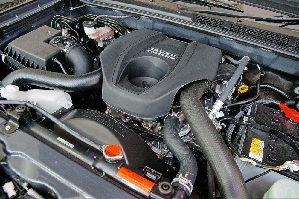 Isuzu mu-X sử dụng động cơ diesel 3.0L Hi-Power 4 xi-lanh, DOHC.