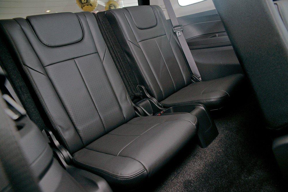 So sánh nội thất Chevrolet Captiva Revv và Isuzu mu-X 3