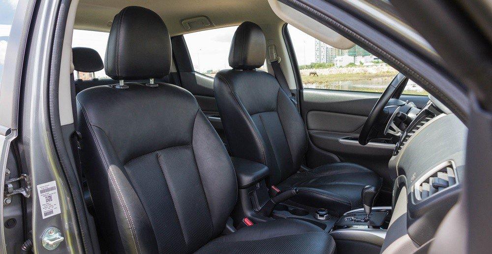 Đánh giá xe Mitsubishi Triton 2016 có ghế trước ôm lấy thân người lái rất chắc chắn