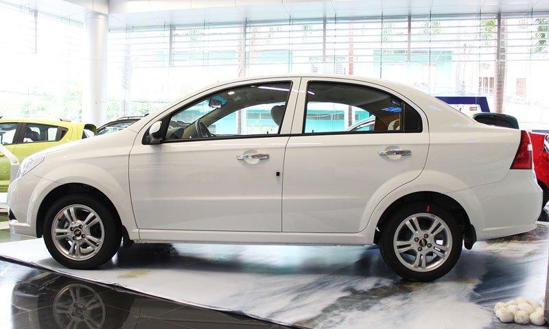 So sánh ngoại thất Chevrolet Aveo và Mitsubishi Attrage 1