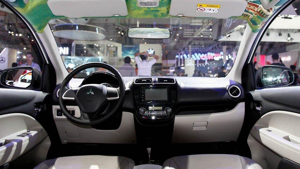 So sánh nội thất Chevrolet Aveo và Mitsubishi Attrage 1