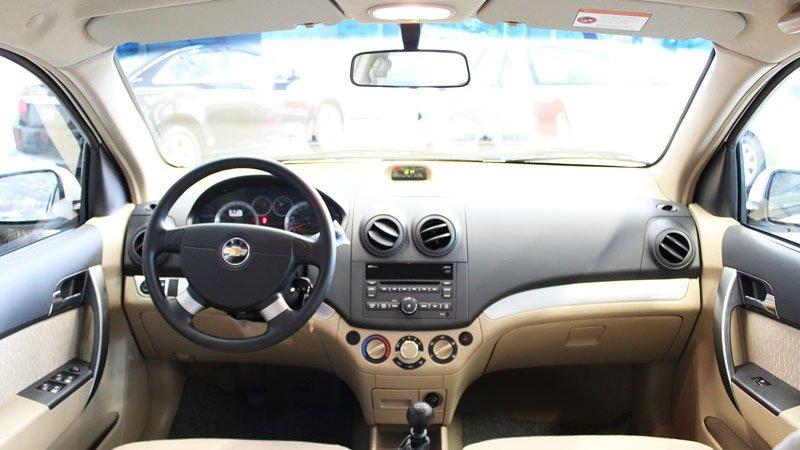 So sánh nội thất Chevrolet Aveo và Mitsubishi Attrage
