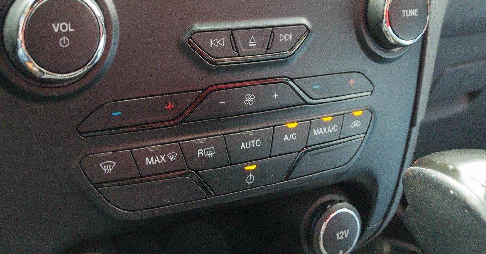 Đánh giá xe Ford Ranger 2016 được trang bị điều hòa tự động 2 vùng độc lập.