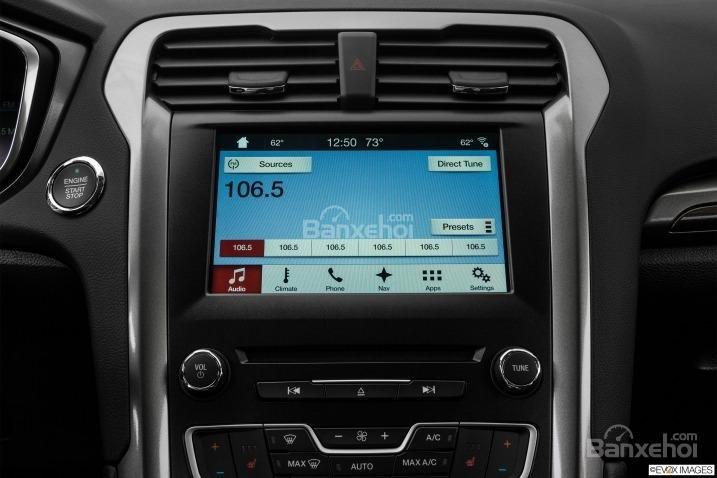 Đánh giá xe Ford Fusion 2017: Xe được trang bị nhiều tính năng hiện đại.