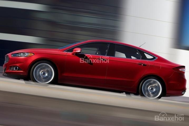 Đánh giá xe Ford Fusion 2017: Sức mạnh cường tráng, khả năng tiết kiệm nhiên liệu tuyệt vời.