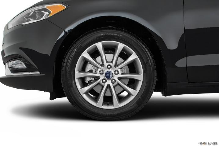 Đánh giá xe Ford Fusion 2017: Xe có nhiều tùy chọn lazăng.