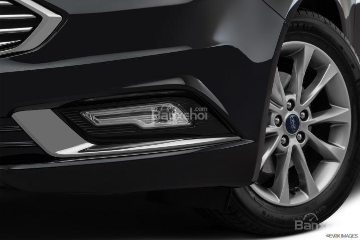 Đánh giá xe Ford Fusion 2017: Đèn sương mù tích hợp LED.