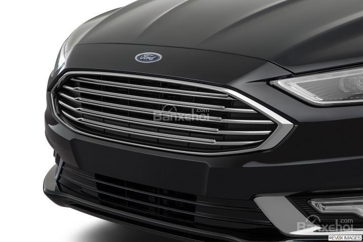 Đánh giá xe Ford Fusion 2017: Lưới tản nhiệt thiết kế đối xứng.